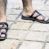 夏に足のかゆみを防ぐ。水虫の菌はすぐに洗うのが効果的な感染の対策です。