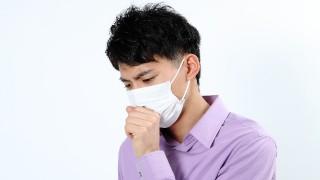 夏に咳が止まらないのはカビによるアレルギー反応が原因の肺炎かもしれません。